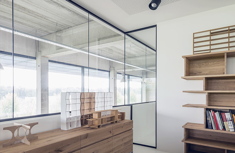 Cloison-hoyez-HT-H-transparence-Htransparence-transparente-aménagement-design-épuré-bureaux-lumineux