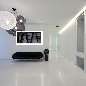 cloisons acoustiques-cloisons mobiles-H9-cloison-hoyez-blanche-épurée-hall-d'entrée-entree-sas