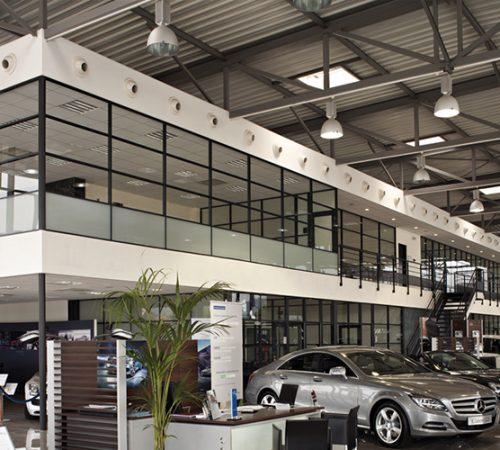 cloison-hoyez-H7-industrie-industrielle-blanche-semi-vitre-amenagement-industriel-concessionnaire-automobile-concession