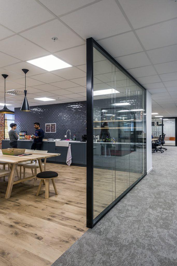 Aménagement de bureaux avec cloisons vitrées
